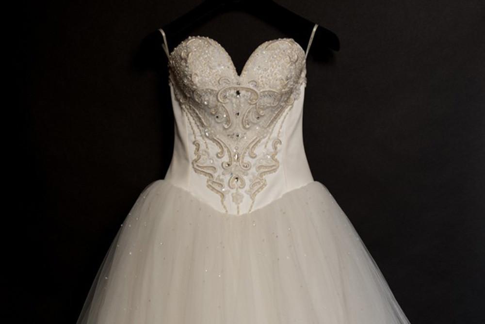 Pourquoi apporter sa robe de mariée au Pressing ?